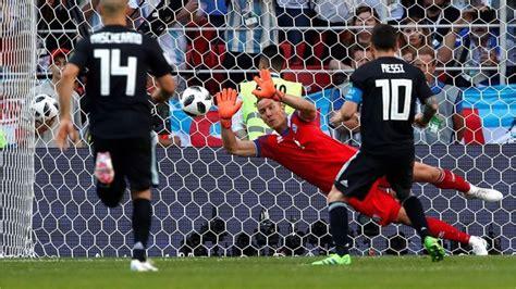 argentina vs islandia as 237 fue el tapad 243 n al penal de