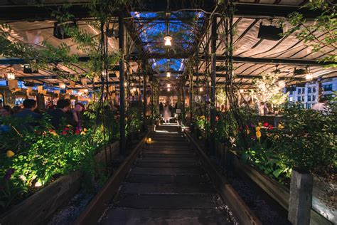 Restaurants With Gardens Nyc by 9 Rooftop Farms Gardens Bars And Restaurants To Savor