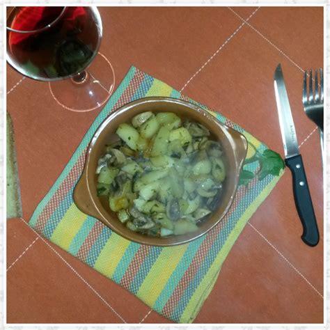 cucinare funghi chignon in padella patate e funghi in padella una spia in cucina