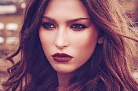 Lipstik Coklat Bersemu Oranye how to wear bright lipstick makeup tutorial for your skin tone