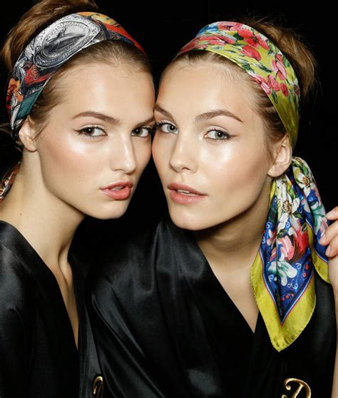 how to wear and style the scarf as a simple headband wardrobelooks