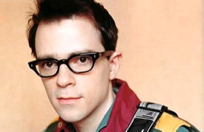 actor with thick rimmed glasses marcelled little magic glasses
