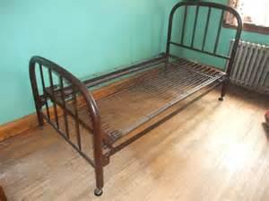 Furniture Kitchener Waterloo Sold Vintage Antique Metal Simmons Single Bed Frame