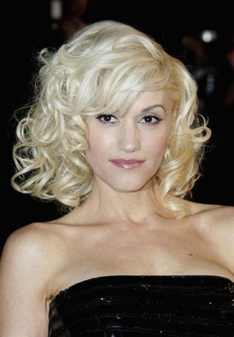 Gwen Stefani Hairstyle Medium Blonde Curly Hairstyle With Bangs | gwen stefani hairstyle medium blonde curly hairstyle with
