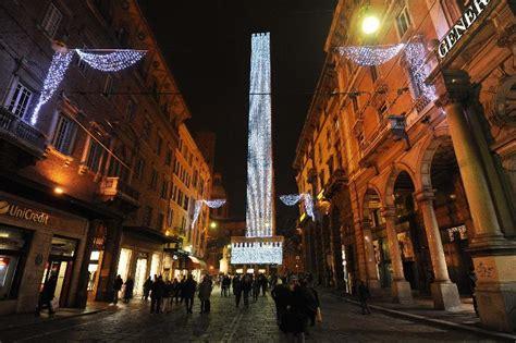 illuminazione bologna bologna l accensione delle luminarie di natale il resto