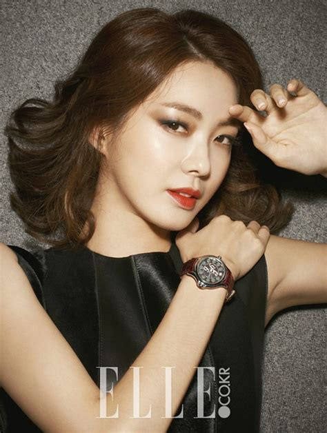 film terbaru lee yo won foto lee yo won di majalah elle edisi agustus 2013 foto