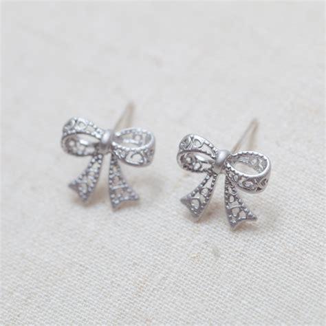 bow earrings in silver on luulla