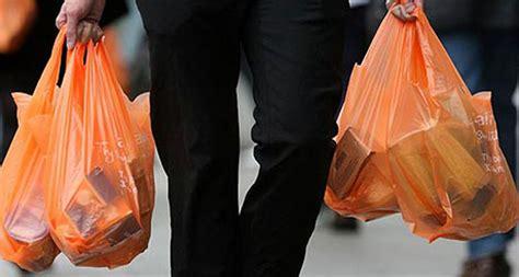 malesbanget uang hasil jualan kantong plastik
