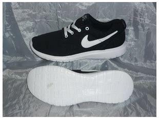 Sepatu Nike Roserun sepatu nike untuk lari sepertiga