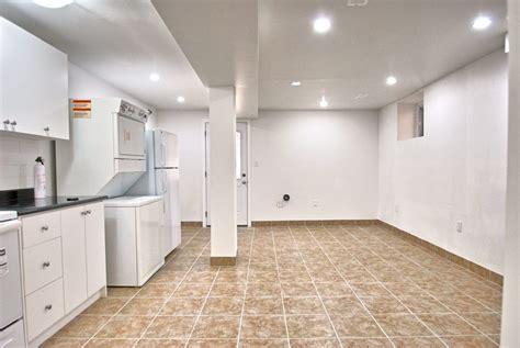 huge 1 bedroom leslieville flat for lease 20 ashdale