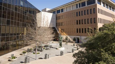 Ut Mba by Mba From Ut Eventually Pays Median Of 147 000 Per Year