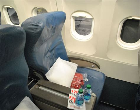 Limited Recline Seat by Review Of Delta Air Lines Flight From Detroit To Chicago