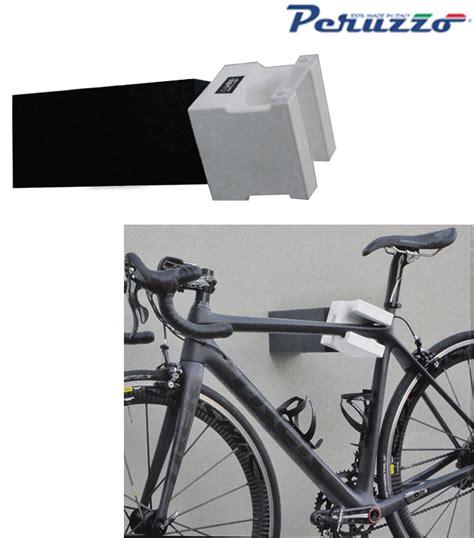 portabici interno auto supporto portabici da muro parete rotante 360 176 qube bike