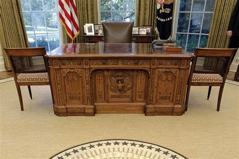 Oval Office Desks The 100 Days Clinton And Offer Their Plans For The Oval Office Nbc News