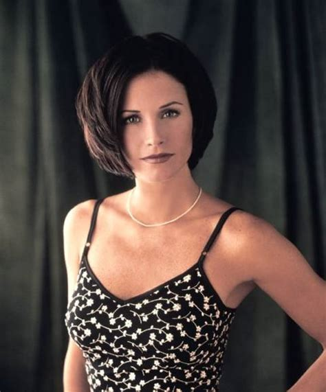 bobs of the 90s short hairstyles 20 iconic friends hairstyles rachel monica phoebe hair