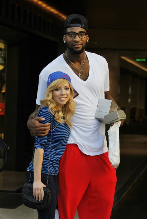 Black And White Bedroom by Jennette Mccurdy Holding Hands With Boyfriend Andre