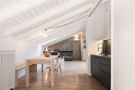 arredare una soffitta una mansarda sfrutta al meglio gli spazi pi 249 bassi