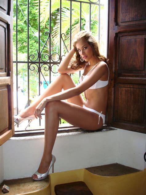 Natalie Mendoza Naked - dayana mendoza feet celebrity pictures