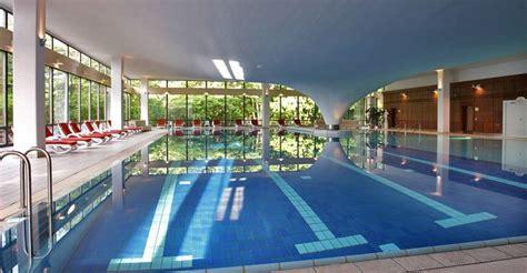 schwimmbad mit überdachung hotel mit schwimmbad auf r 252