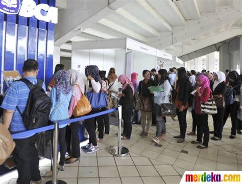 foto pengangguran  indonesia mencapai lebih  juta