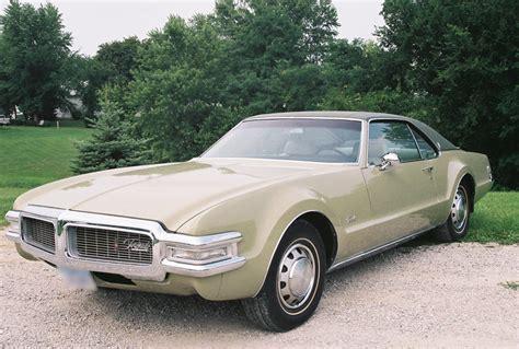 Size 2 Car Garage by 1969 Oldsmobile Toronado 2 Door Coupe 43424