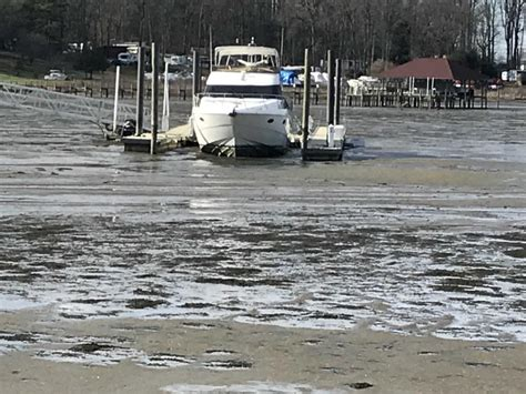 hope springs marina boat sales blowout tide put boats on the sandy bottom from aquia