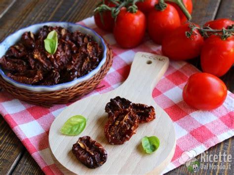cucinare i pomodori secchi come fare i pomodori secchi al forno ricettedalmondo it