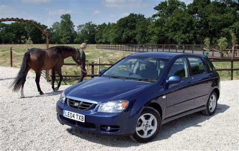 kia cerato 1 6 lx review kia cerato hatchback review 2004 2006 parkers