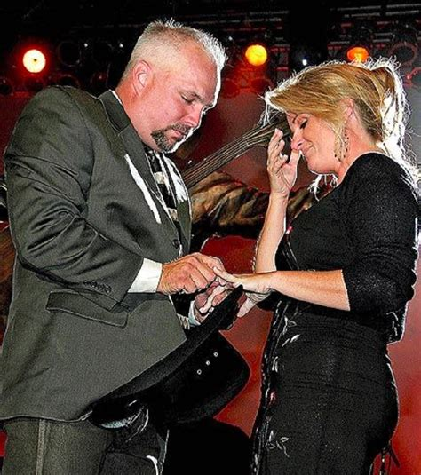 the story behind garth brooks two marriages