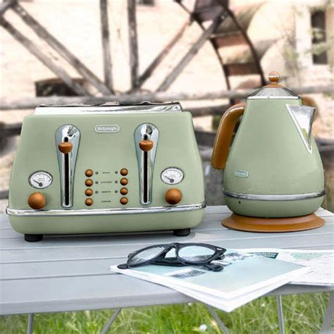 delonghi olive delonghi icona vintage kettle in olive green gloss green kettle eclectic kitchen electirics
