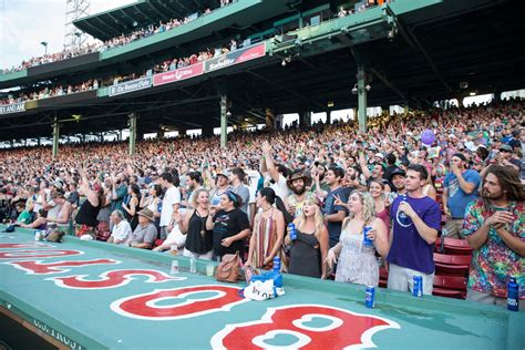 dead and company verified fan the fans at fenway dead company play iconic boston