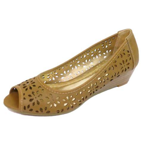 high quality aerosoles lambada peep toe pump light tan ladies tan peep toe slip on wedge low kitten heel pumps