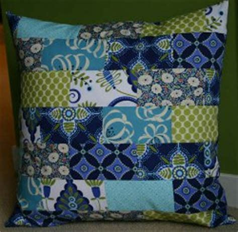 Everyday Celebrations Simple Patchwork Pillows Free Pattern - 8 tutorials for quilted pillows and 4 easy pillow