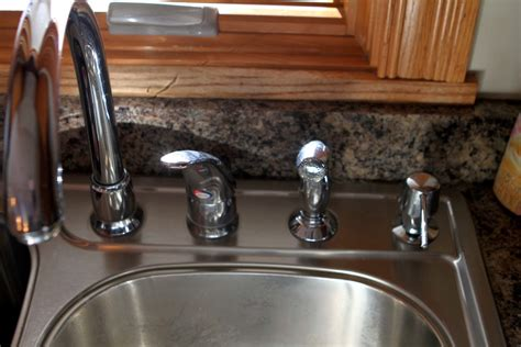 how to fix a moen kitchen faucet that drips how to fix a moen faucet kitchen apps directories