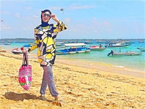 Baju Muslimah Ke Pantai busana muslim trendy do s and don ts berbusana untuk hijabers saat liburan ke pantai