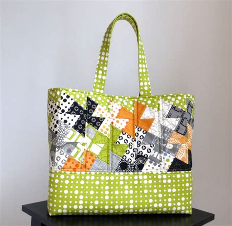 twister tote bag pattern tote 12 simply charming twister tote around the bobbin