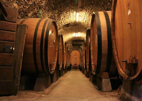 how oak barrels affect the taste of wine wine folly why doesn t an oak barrel leak