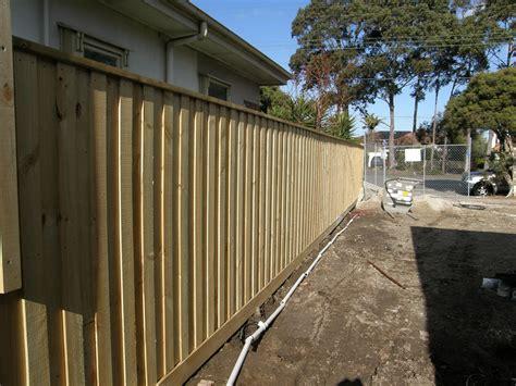 fence builder services  picket colorbond