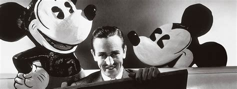 Topi Lingkar Mickey Mouse treccani 90 176 1925 2015 90 anni di cultura italiana 1928mickey mouse