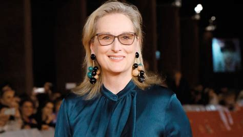 What Meryl Streep Should Wear by Meryl Streep Sets Record On Chanel Dress Comment