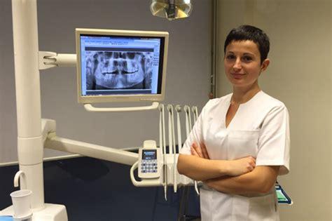 assistente alla poltrona manuale staff medico studio dentistico casati