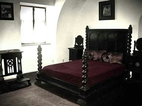 medieval bed frame best 25 gothic bed ideas on pinterest gothic bed frame falda egg con lunares and