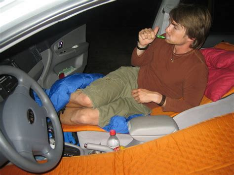 schlafen im auto im auto schlafen photo