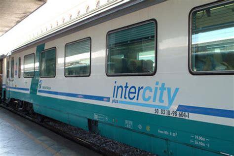 carrozza intercity treni sciopero di 24 ore personale intercity di firenze