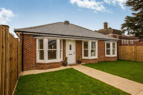 2 bedroom bungalows for sale in essex 2 bedroom bungalow for sale in the magistrates court