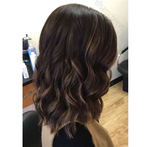 get effortless beach waves for spring desiree hartsock beach waves with wand curl hair brown to blonde balayage