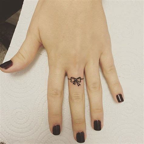 tattoo pain on finger 25 best ideas about toe tattoos on pinterest finger