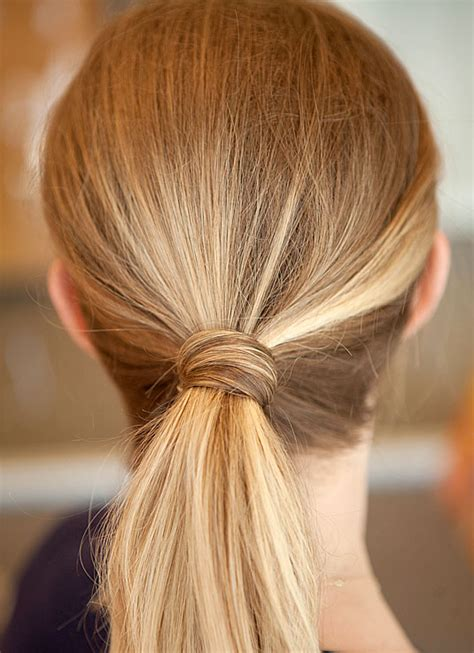 easy hairstyles with one hair tie 24 astuces super simples pour vous coiffer tous les jours