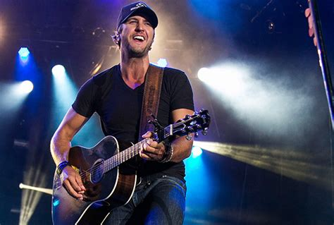 luke bryan performing luke bryan huntin fishin and lovin everyday tour review