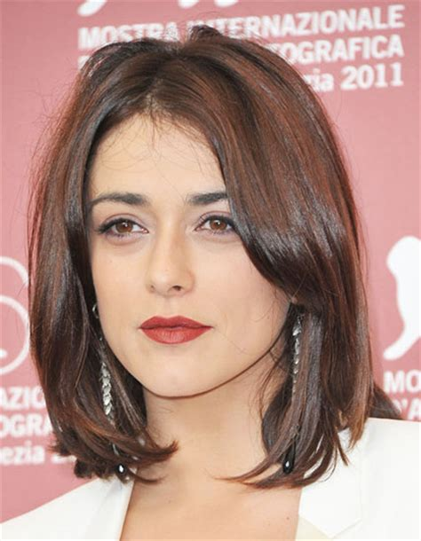 middle part with side bangs short hairstyle 2013